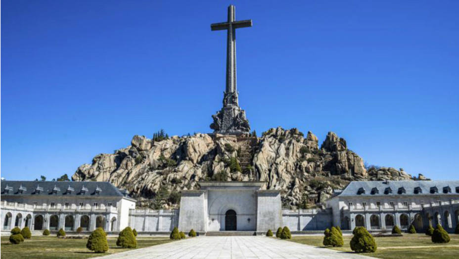 Resultado de imagen de Un grupo de eurodiputados visita el Valle de los Caídos