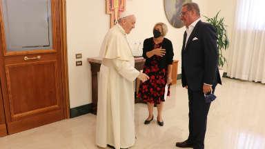 Herrera, Eva Fernández y el Papa, antes de la entrevista