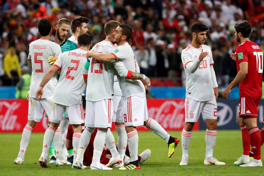 La selección españoal celebra la sufrida victoria contra Irán