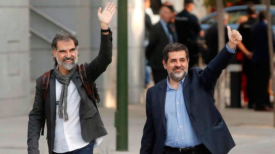 Los 'Jordis' y Forn dan marcha atrás, reniegan de la independencia unilateral