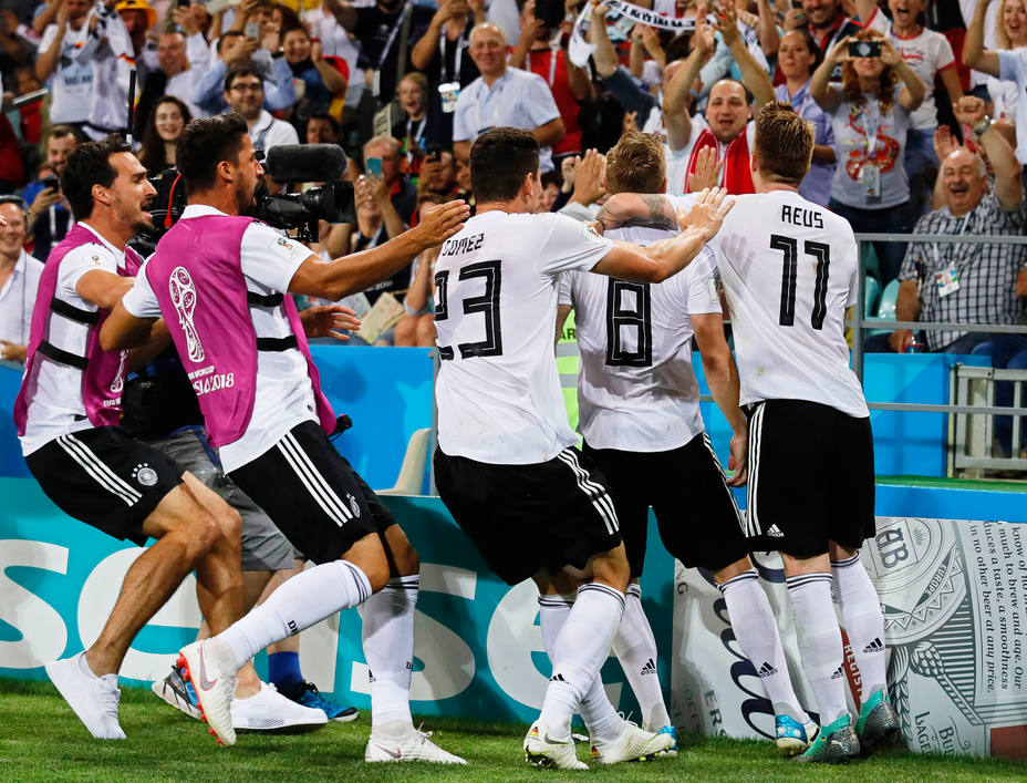 Kroos salva a Alemania del desastre en el minuto 95