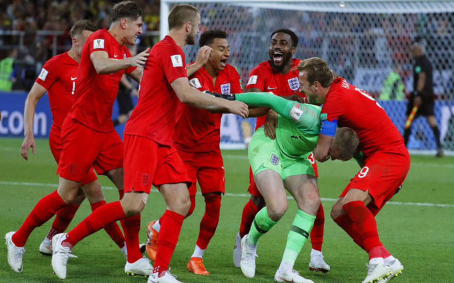 La selección onglesa celebra el pase a cuartos de final en los penaltis