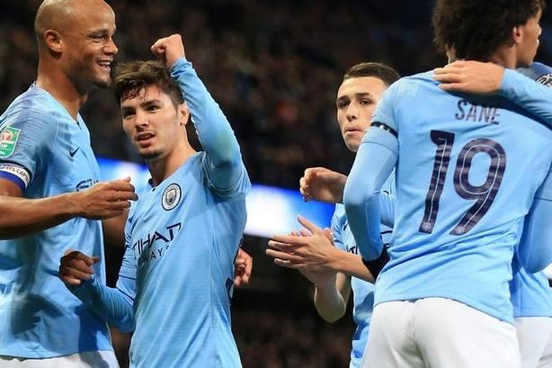 El Manchester City se mete en cuartos de Copa con un doblete del malagueño Brahim Díaz