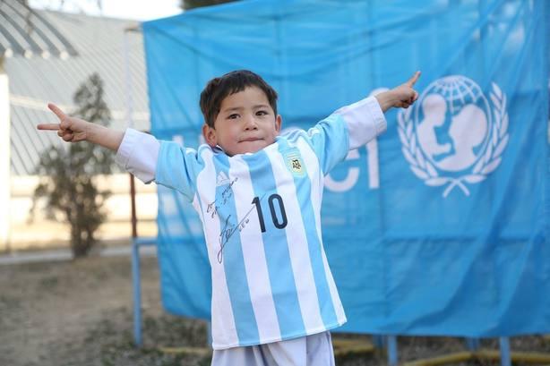 El pequeño Messi afgano se ve obligado a escapar de un ataque talibán