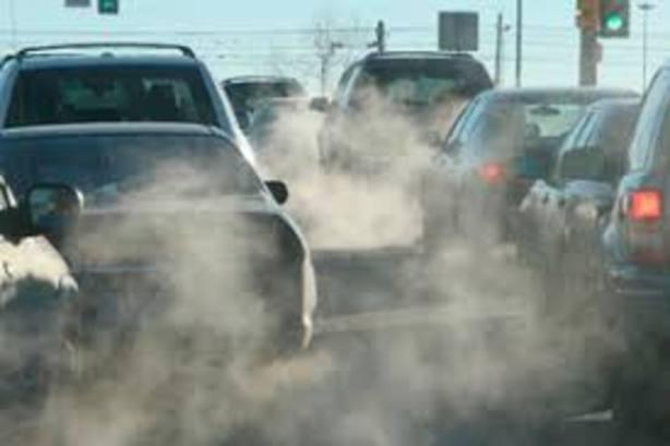 El Parlament ha aprobado la Ley de Cambio Climático que prohíbe el diésel desde el 2025 y la gasolina en 2035