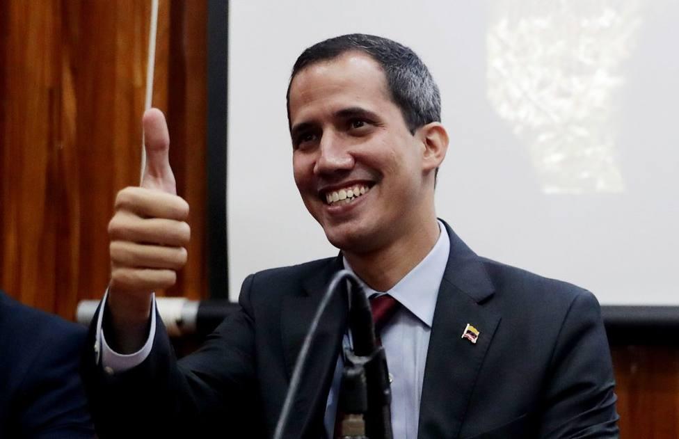 EE.UU advierte a Maduro de que debe dejar el poder en un corto plazo, mientras Guaidó sigue presionando
