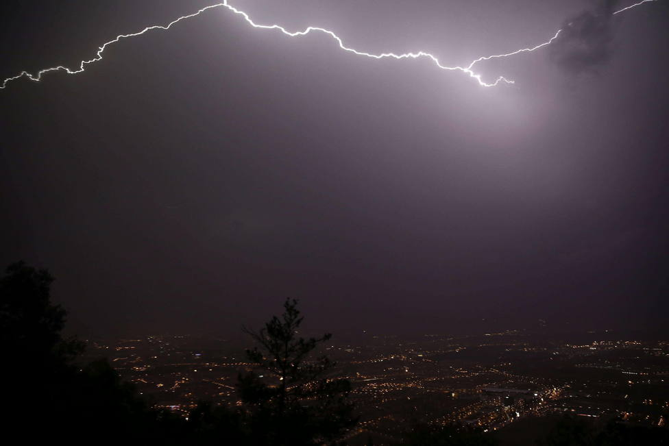Los rayos de las tormentas causan varios incendios en Navarra