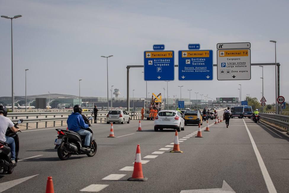 Colapsados los accesos por carretera a la T1 del Aeropuerto de Barcelona