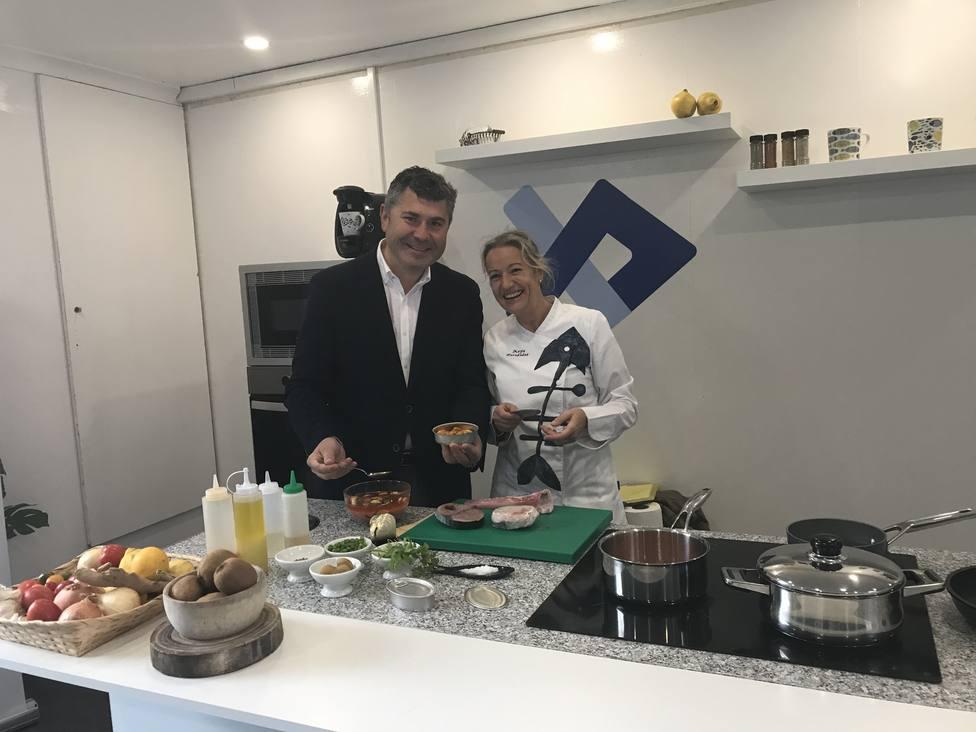Ovidio Rodeiro visitó en Ferrol el trailer de la campaña Vai de peixe