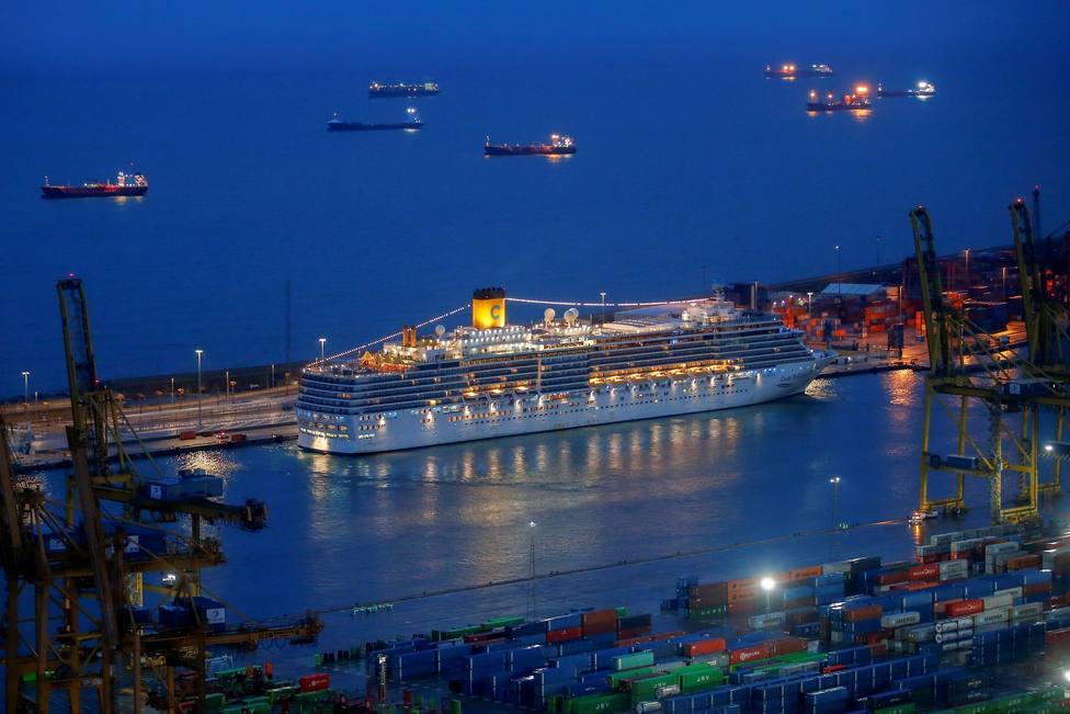 Un crucero con 400 pasajeros, en cuarentena en el Puerto de Barcelona tras un positivo por coronavirus