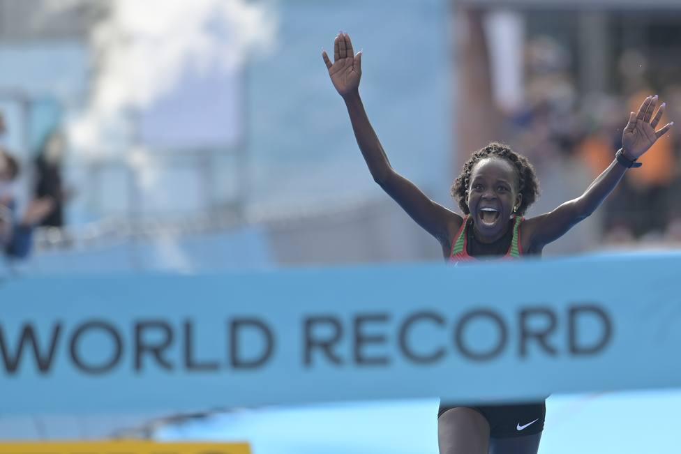 Jepchirchir, campeona del mundo de medio maratón y nuevo récord mundial