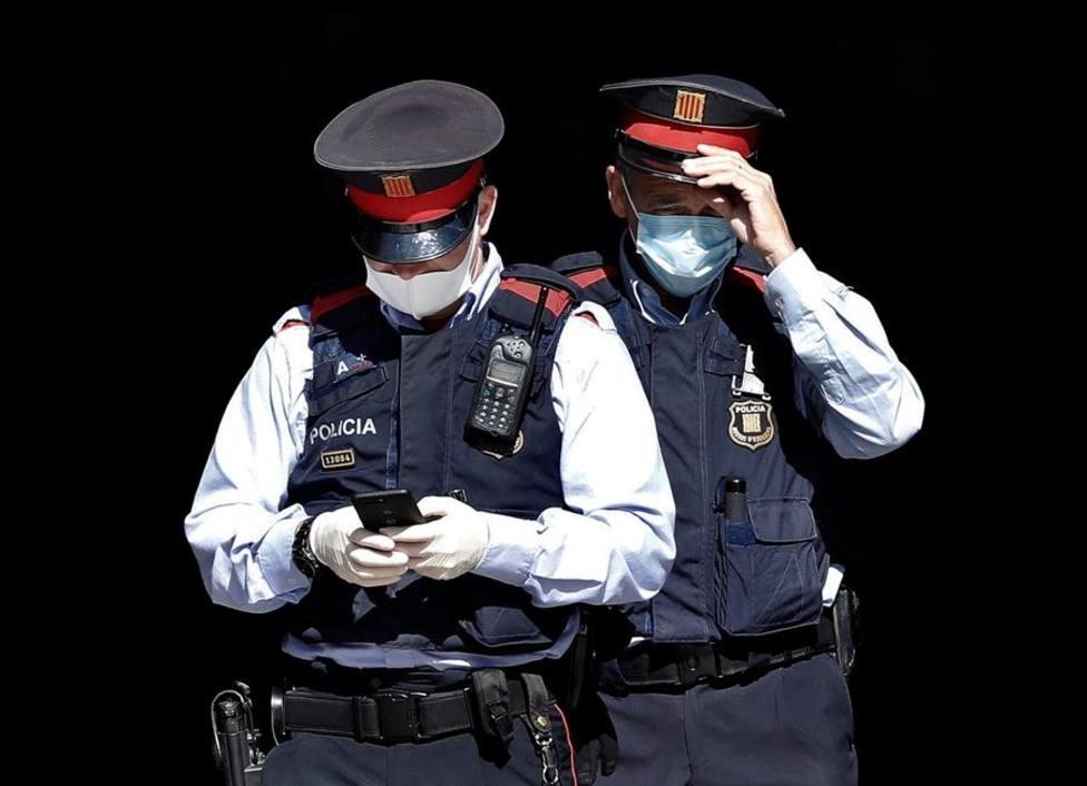 Mossos y Guardia Urbana desalojan a 573 personas y denuncian a 112 en Barcelona