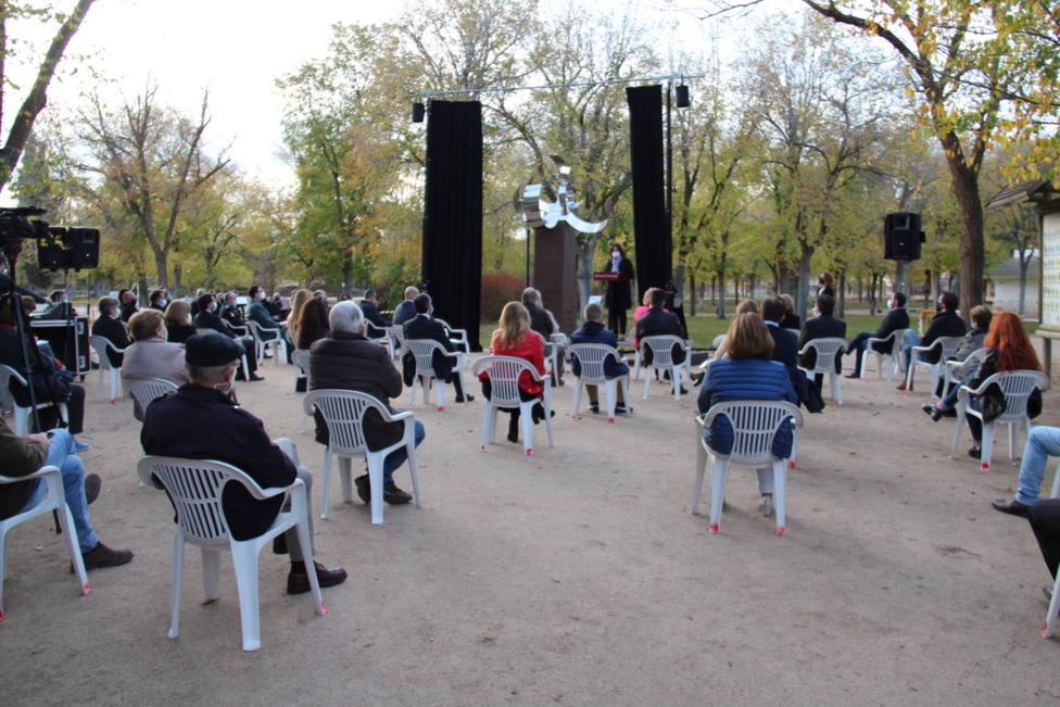 Acto de homenaje a las víctimas del coronavirus en Alcázar