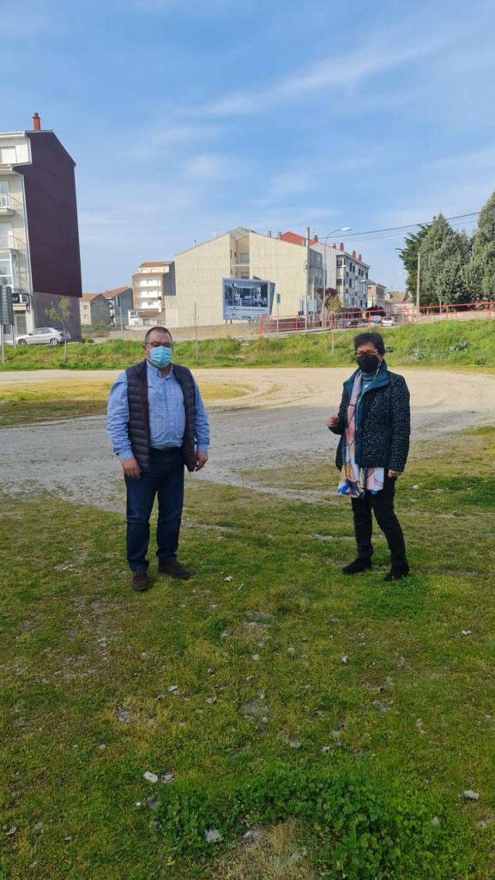 Terrenos que ocupa la antigua escombrera, cerca del río Limia