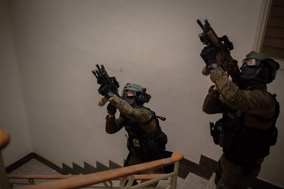 Sucesos.- Detenido tras atrincherarse en un hotel de Sitges (Barcelona) y amenazar con disparar