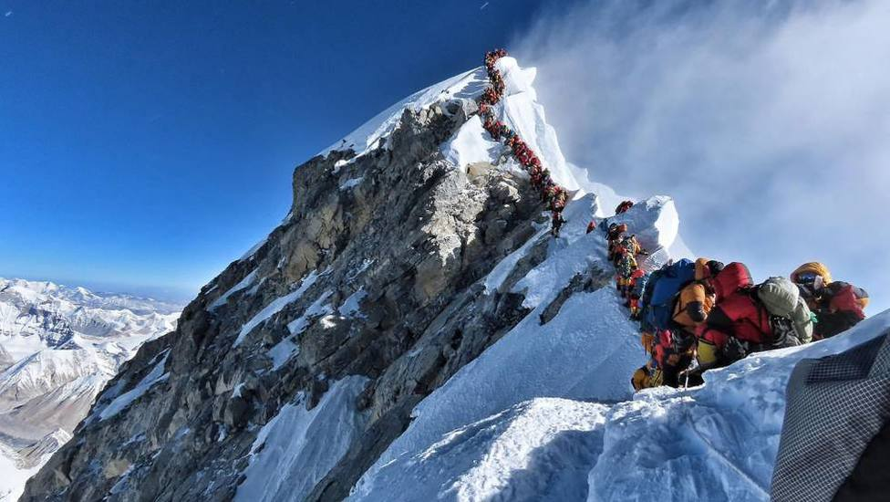 Así te puedes contagiar en el Everest: coronavirus en la cima del mundo