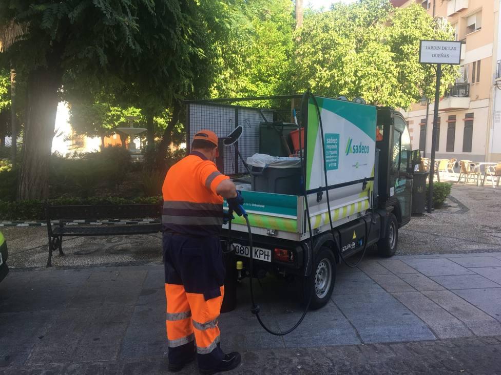 Sadeco despliega un operativo especial de limpieza en el Casco Histórico ante la apertura de movilidad