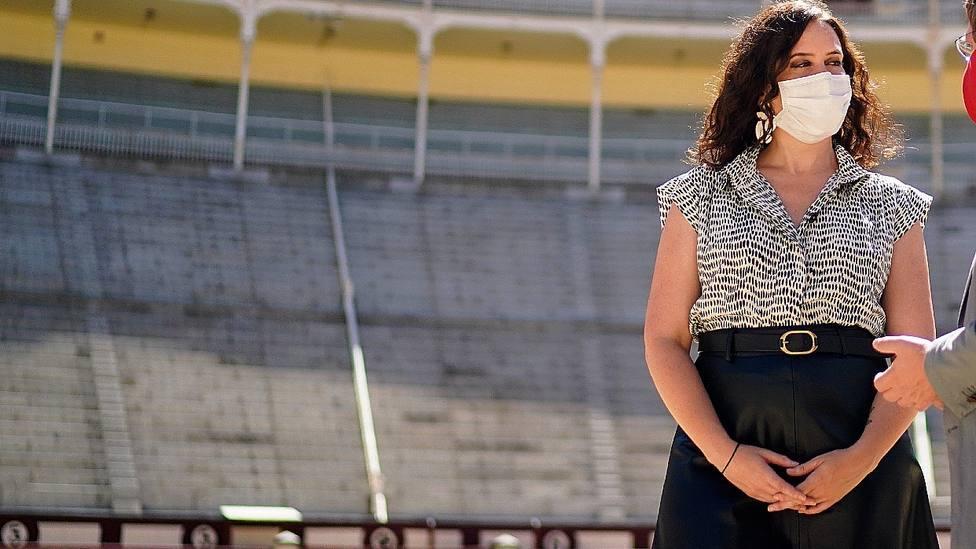 Isabel Díaz Ayuso, presidenta de la Comunidad de Madrid, en la plaza de Las Ventas