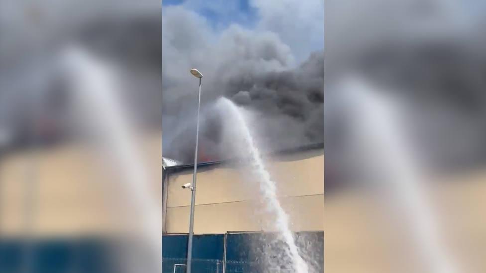 Un incendio afecta a dos naves industriales de Seseña (Toledo)