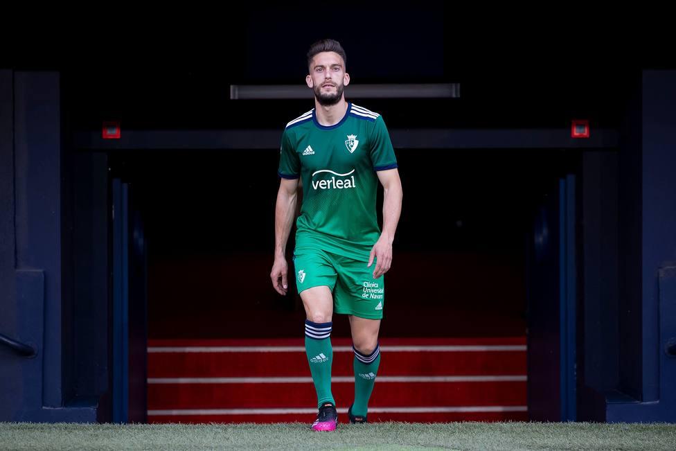 Segunda equipación de Osasuna para la 2021-2022