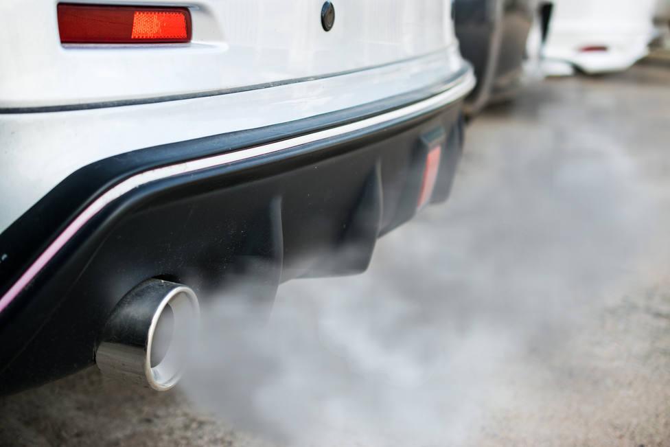 Entre 750 y 1.500 euros de multa por contaminar con los gases del coche
