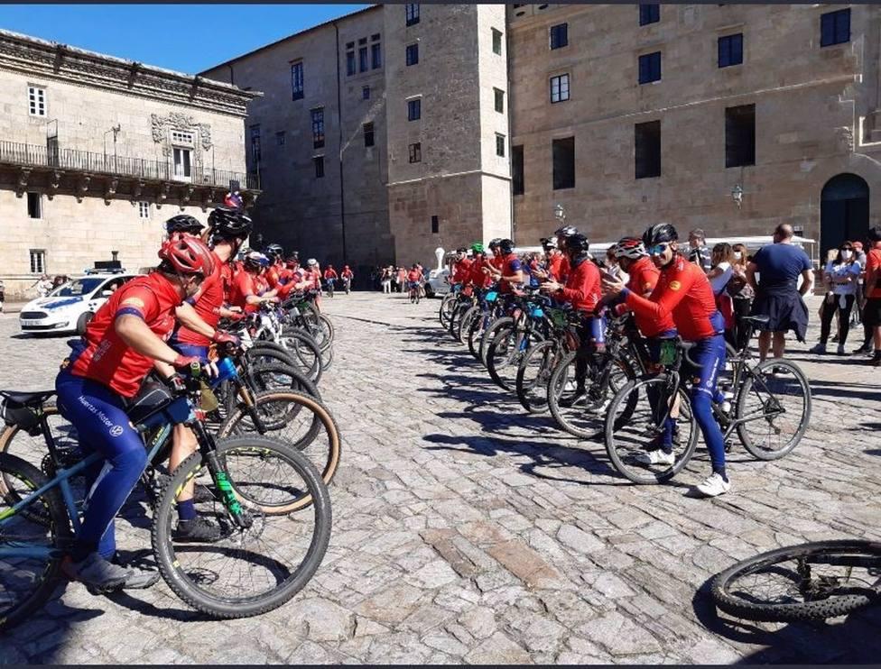 Los bomberos de Mi Camino Solidario Non Stop llegan a Santiago de Compostela