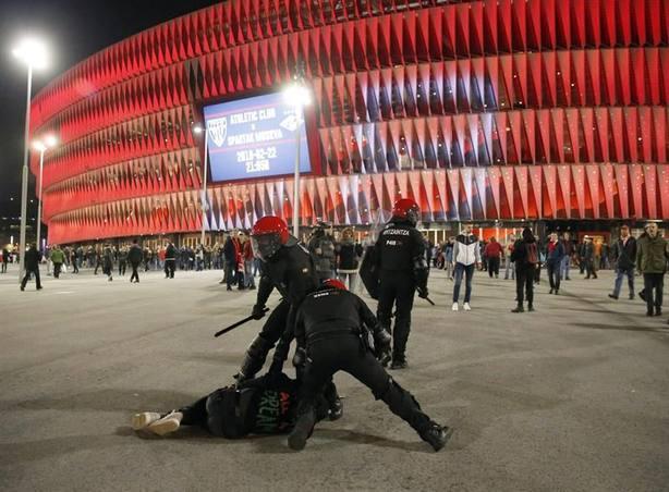 Nueve detenidos tras los enfrentamientos entre radicales de Athletic y Spartak