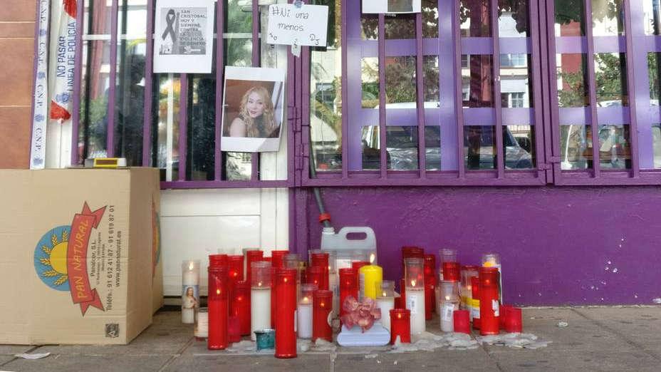 El altar en homenaje a JoEsther en el barrio madrileño de San Cristóbal