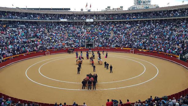 La plaza de toros de Valencia se llenó para la celebración del festival del Día de la Tauromaquia