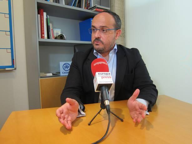 Alejandro Fernández (PP): Un consejero que no defiende a Mossos no puede seguir en el cargo