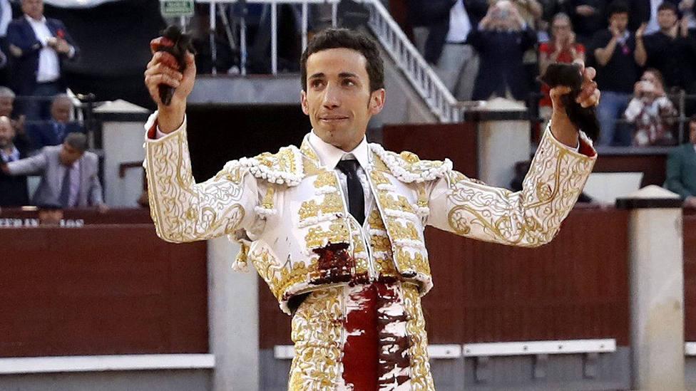 David de Miranda con las dos orejas cortadas este viernes en Las Ventas
