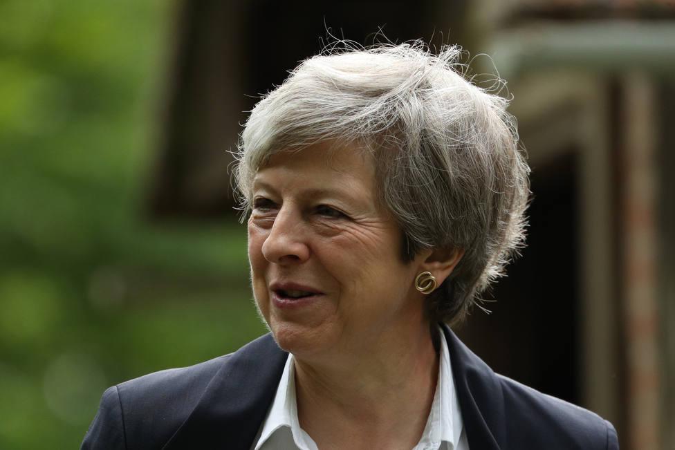 May dice que abandona Downing Street con decepción por dejar pendiente el Brexit