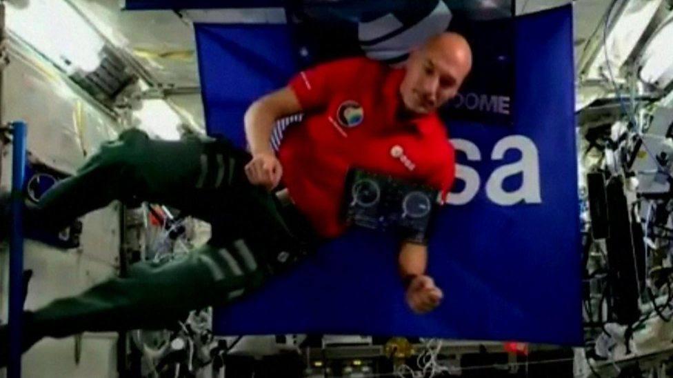 Una astronauta pincha música por primera vez en el espacio