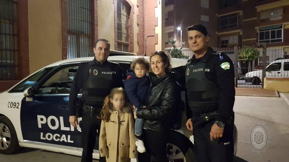 La menor y los policías que le salvaron la vida