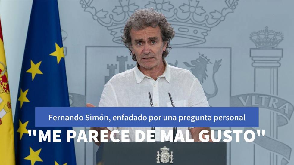 """Fernando Simón, visiblemente enfadado ante una pregunta personal: """"Me parece de mal gusto que lo hayas sacado"""""""