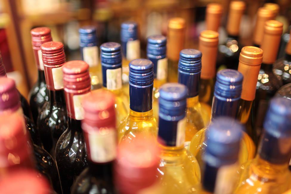 Castilla-La Mancha cierra desde hoy prostíbulos y prohíbe la venta de alcohol desde las 22 horas