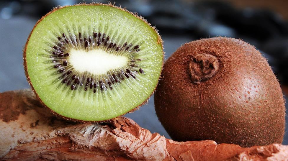 Esto le pasa a tu cuerpo cuando comes kiwi y está muy relacionado con el frío