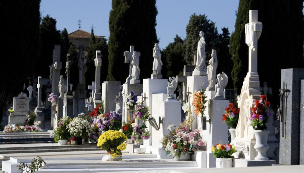 ¿Cómo surge la tradición de llevar flores a los cementerios cada 1 de noviembre, día de Todos los Santos?