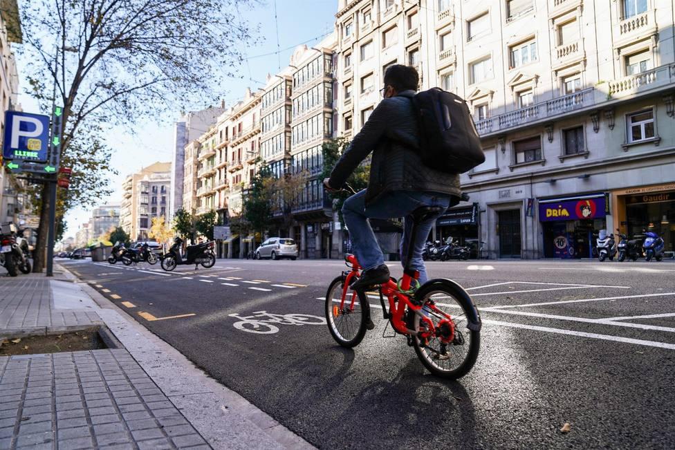 Inagurado el nuevo carril bici en la calle Aragó de Barcelona - AYUNTAMIENTO DE BARCELONA - Archivo