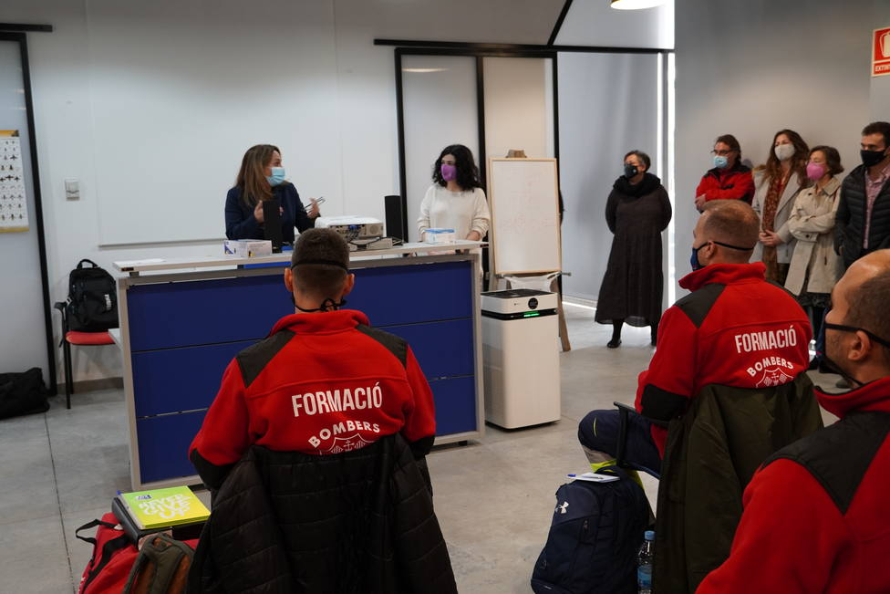 18 alumnos han comenzado por primera vez en la isla el curso de capacitación de Bomberos de Menorca