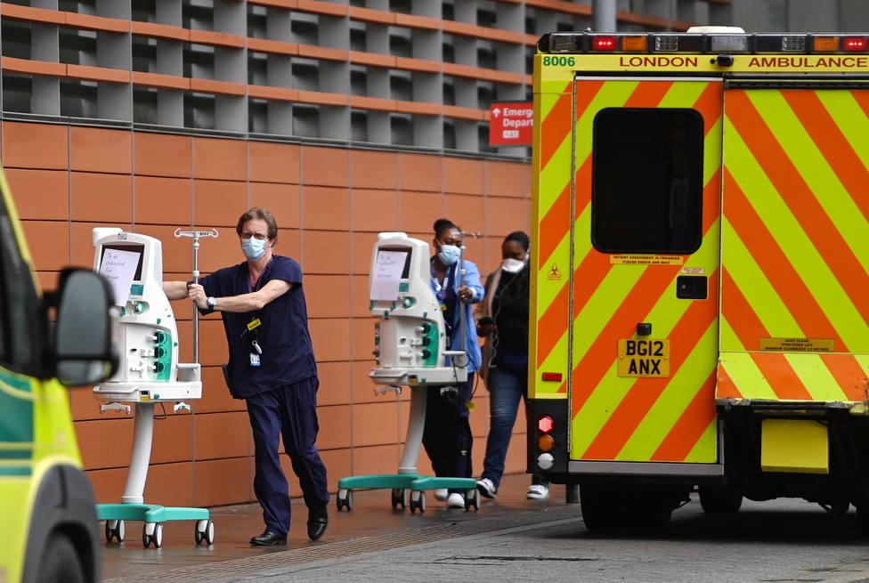 Una dosis de Pfizer o AstraZeneca reduce un 80 % las hospitalizaciones en mayores, según un estudio londinense