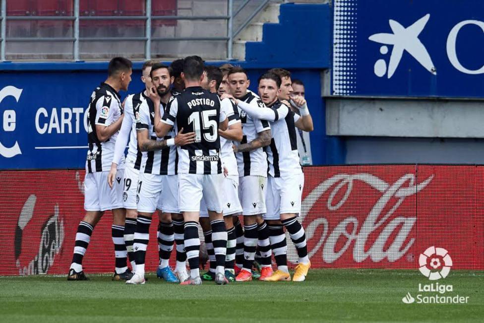 Los jugadores del Levante UD celebran el 0-1 de De Frutos
