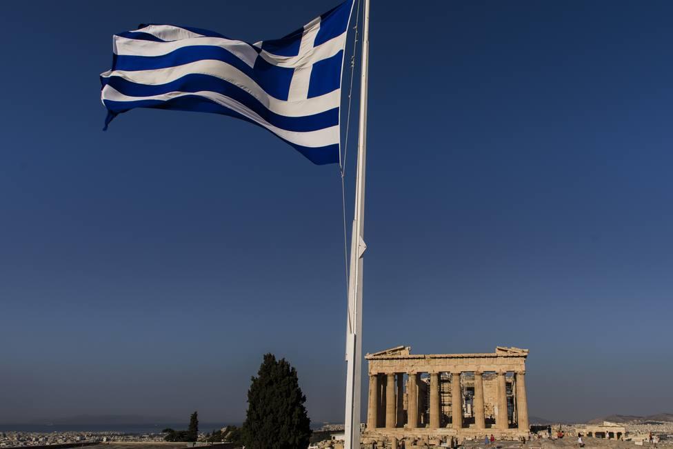Grecia baraja levantar la cuarentena obligatoria a los turistas la semana que viene