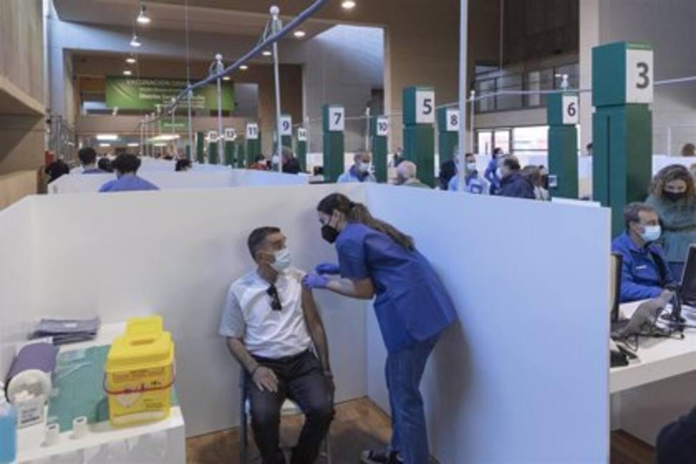 Andalucía amplía la recaptación telefónica a mayores de 70 años pendientes de vacunar