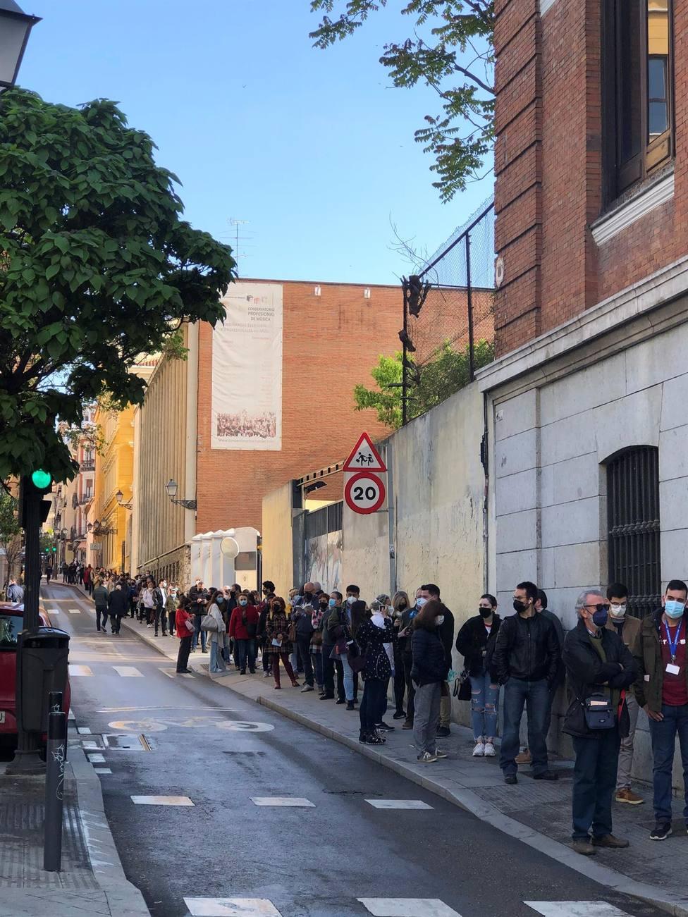 Largas colas para votar en Madrid