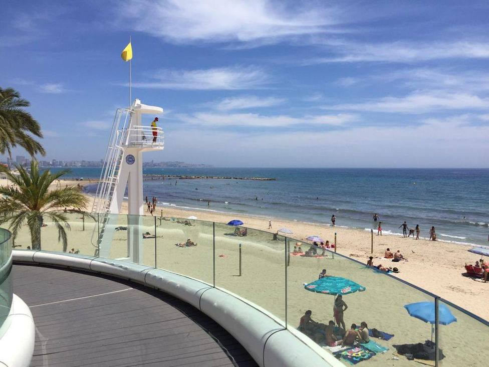 Todas las playas de Alicante se adhieren a la red sin humo