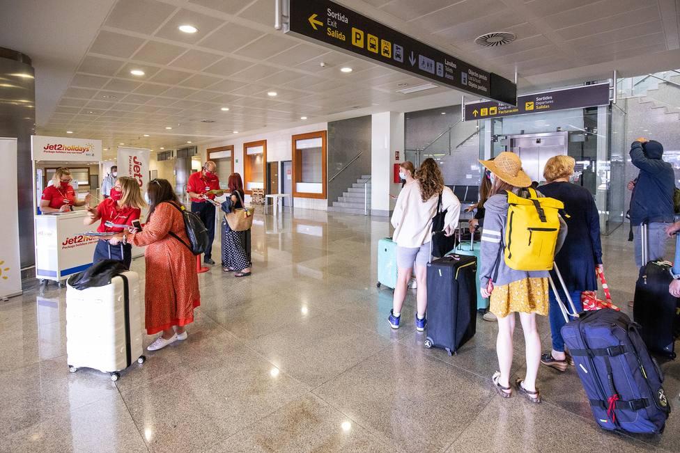 Las menores restricciones a la entrada de británicos en España disparan reservas 400 %
