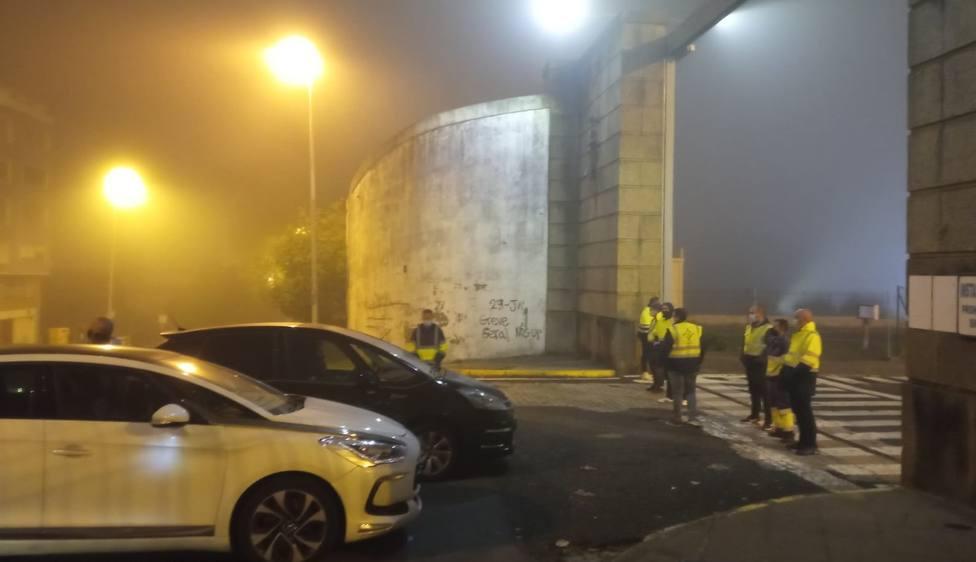 Los trabajadores no permitieron el acceso al astillero de ningún trabajador durante casi dos horas - FOTO: CIG