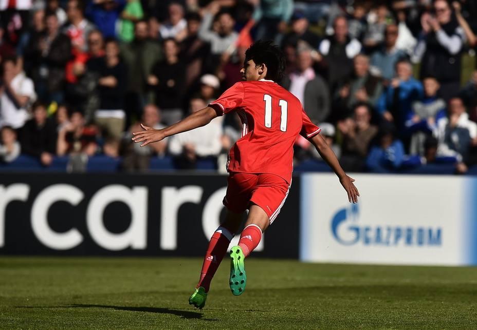 João Félix marcó dos goles en la victoria del Benfica