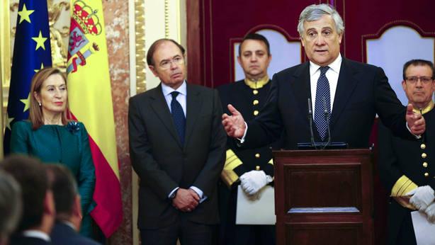 Tajani apoya al Gobierno en Cataluña y solo ve posible el diálogo con la ley